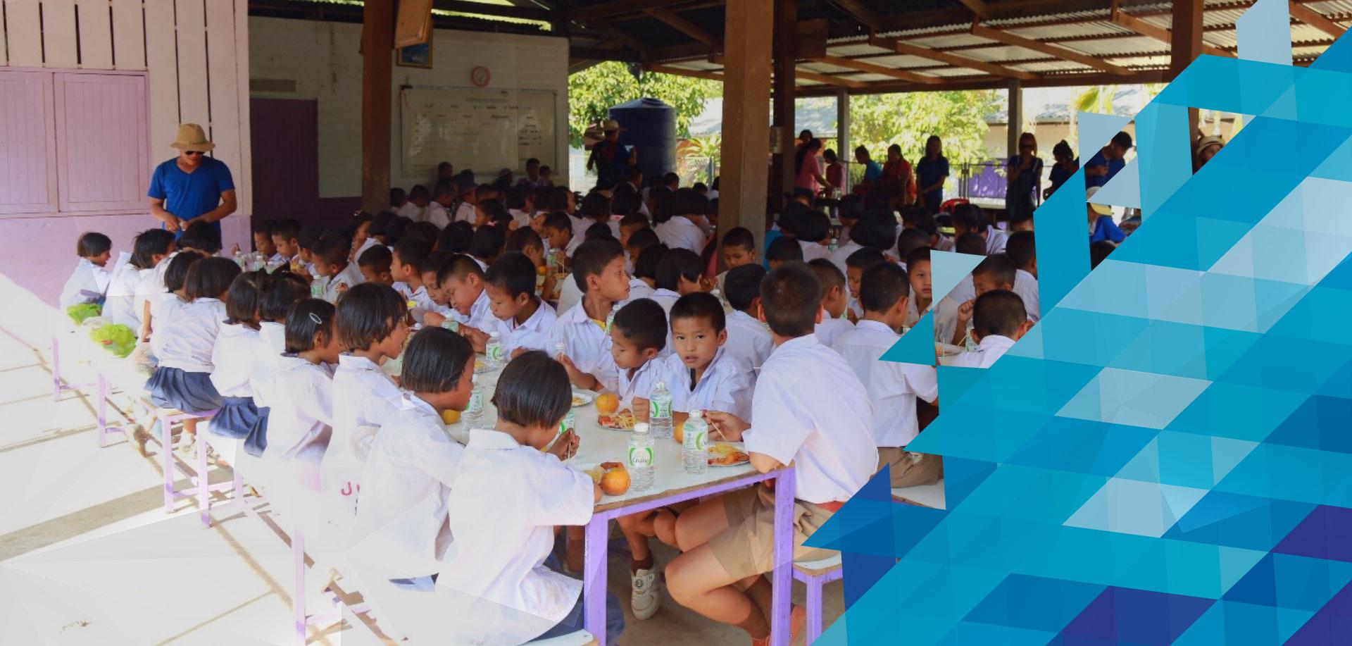 """กิจกรรมเพื่อสังคมไทยในโครงการ """"ปันความสุข ส่งมอบรอยยิ้ม จากพี่สู่น้อง ครั้งที่ 1"""""""